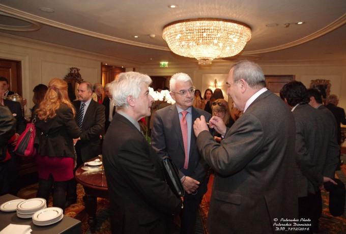 Ο κ. Μ. Φραγκουλόπουλος, Αν. Γενικός Διευθυντής Πωλήσεων & Μάρκετινγκ του Ομίλου, Interamerican στο φουαγιέ της εκδήλωσης