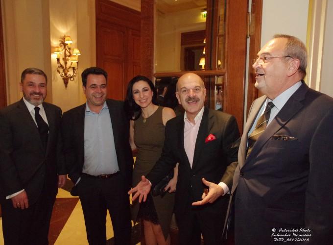 O κ. Νίκος Κελαϊδίτης, Αν. Γεν. Γραμμ. FEDHATTA, ο κ. Ν. Σαντορινιός Επικεφαλής Τομέα Ανάπτυξης-Τουρισμού και ΕΣΠΑ της Κ.Ο. ΣΥΡΙΖΑ, η κα Σαντορινιού, ο κ. Λ. Τσιλίδης και ο κ. Στ. Σκρέτας