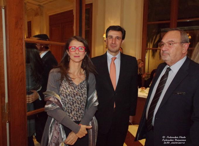 Η κα Μ. Θεοφανοπούλου, Αντιπρόεδρος ΗΑΤΤΑ, με τον κ. Γεν. Γραμματέα ΕΟΤ κ. Δ. Τρυφωνόπουλος και τον κ. Στ. Σκρέτα, Γεν. Γραμ. FEDHATTA