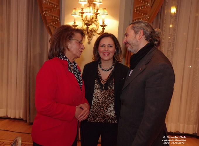 Η κα Λυδία Μουζάκα, ε. καθηγήτρια Ιατρικής Σχολής του Πανεπιστημίου Αθηνών και Πρόεδρος της Ελληνικής Εταιρείας Μαστολογίας, η κα Δέσποινα Αμαραντίδου, Πρόεδρος του Thessaloniki Convention Bureau και Αντιπρόεδρος του ΗΑΤΤΑ και ο κ. Π. Ποδηματάς, Δ/νων Σύμβουλος P.C. PODIMATAS AUDIOVISUAL S.A.