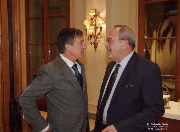 Ο κ. Στ. Σαδόπουλος, Δ/ντής Πωλήσεων Ελλάδος Aegean Airlines με τον κ. Στ. Σκρέτα