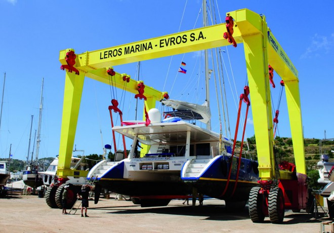 160 Ton travel hoist lifting catamaran