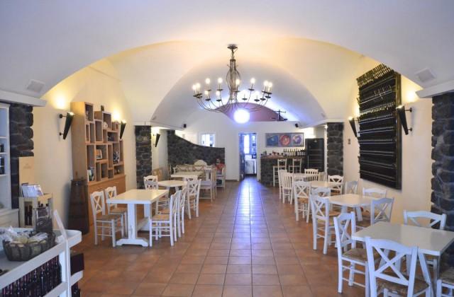 artemis-karamolegos-winery-santorini2